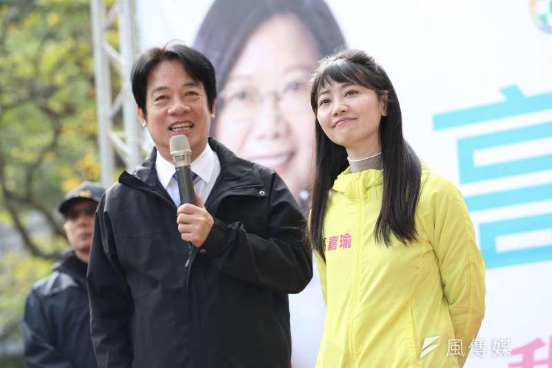 民進黨副總統侯選人賴清德(左)8日出席高嘉瑜(右)競選總部成立大會。(簡必丞攝)