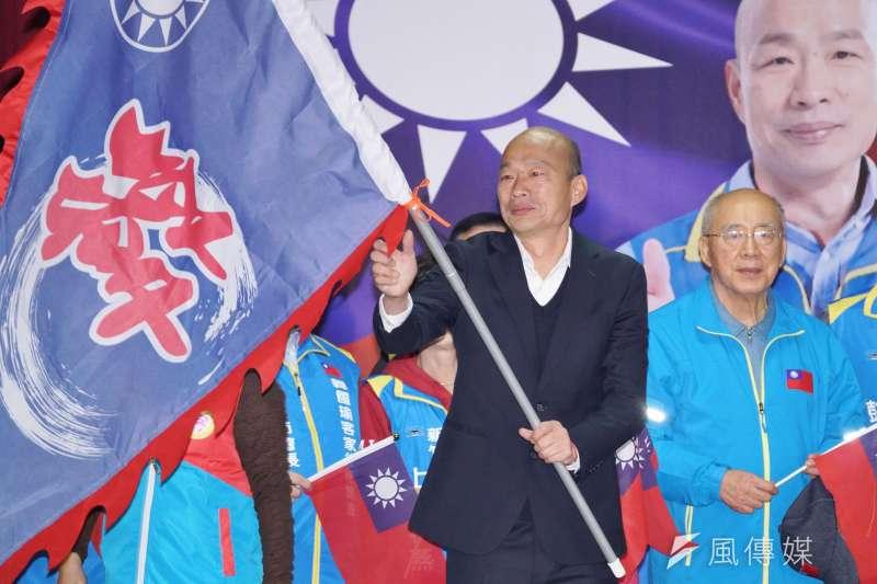 國民黨台南市黨部主委謝龍介日預測國民黨總統參選人韓國瑜(見圖)會贏總統蔡英文90萬票。對此,資深媒體人黃暐瀚解釋,「90萬票」是從菁英藍、知識藍歸隊,加上鐵綠其中一塊,所得出的數目。(盧逸峰攝)
