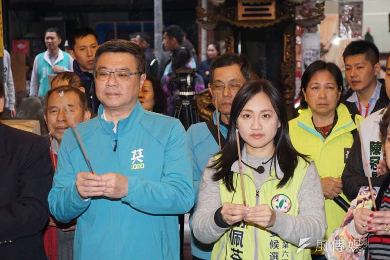 20191209-民進黨主席卓榮泰9日陪同立委參選人謝佩芬參拜通化福德宮。(盧逸峰攝)