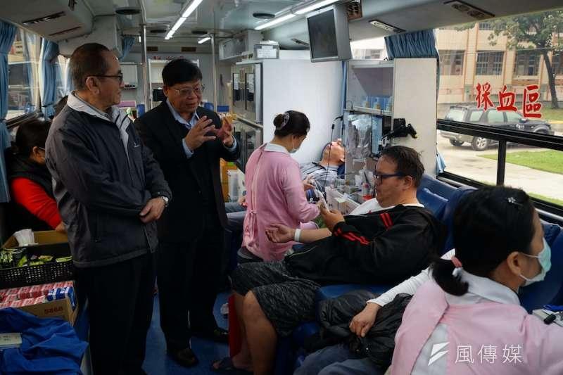 台灣中油石化部號召員工 員眷及林園鄉親用實際行動挽袖捐血。(圖/徐炳文攝)