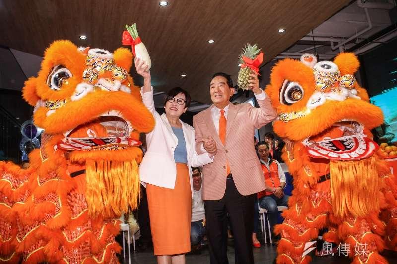 20191210-親民黨正副總統參選人宋楚瑜、余湘(左)全國競選總部10日成立。(蔡親傑攝)