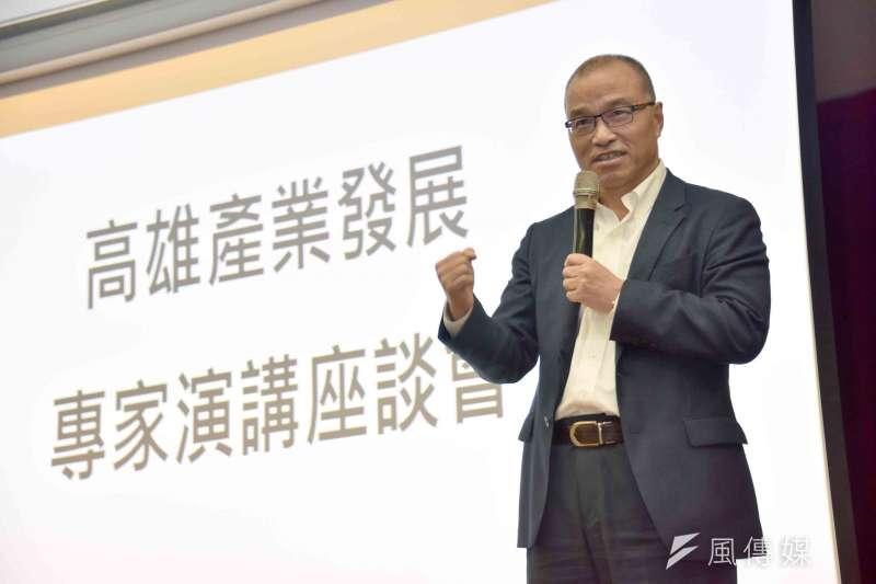 高雄市副市長葉匡時10日出席產業發展座談,從企業角度協助瞭解產業需求、共同合作,促進經濟發展。(圖/徐炳文攝)