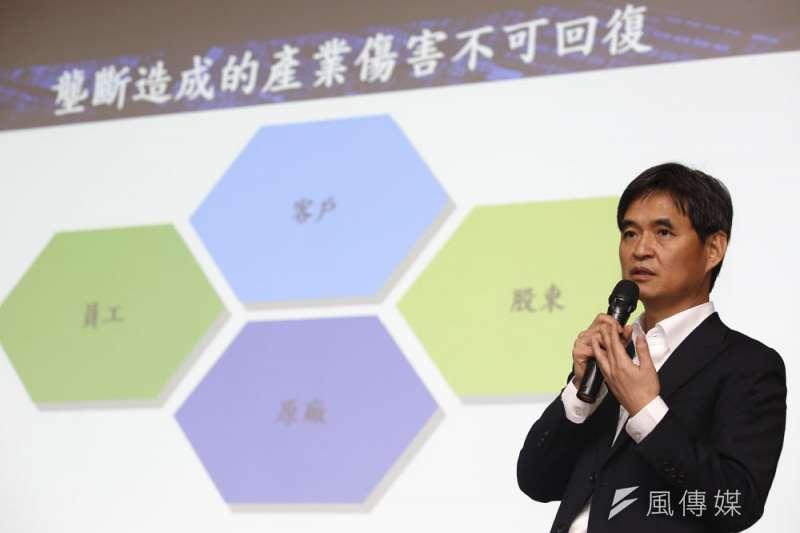 文曄董事長鄭文宗坦承持股低,但目前無意採加碼股票來對抗收購。(柯承惠攝)