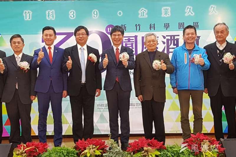 科技部長陳良基(中)出席竹科園區成立39週年園慶酒會,強調要創造一個新的產業環境給下一世代。(圖/方詠騰攝)