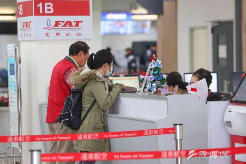 遠東航空12日宣佈明日起停業停飛。(顏麟宇攝)