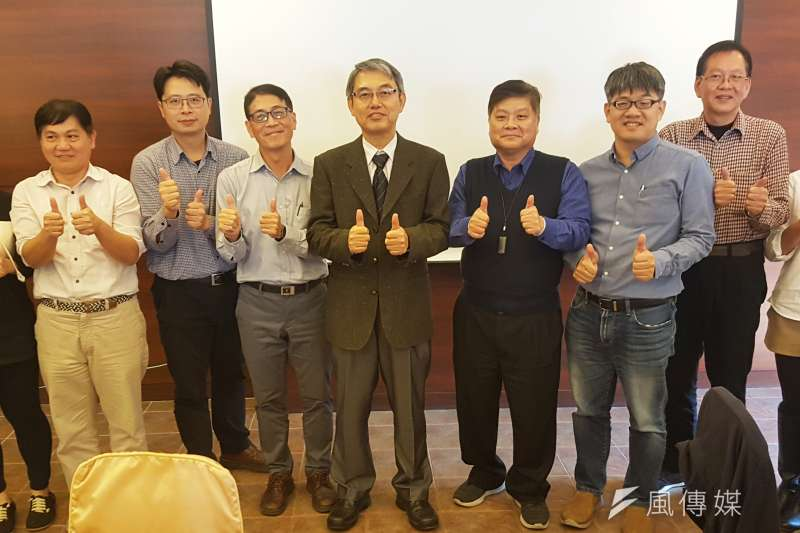 第二河川局局長楊人傑(中)帶領團隊持續推動轄內「重要河川環境營造計畫」。(圖/方詠騰攝)