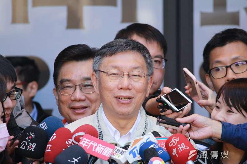 台北市長柯文哲13日上午出席大龍市場開幕典禮,會後接受媒體訪問。(方炳超攝)