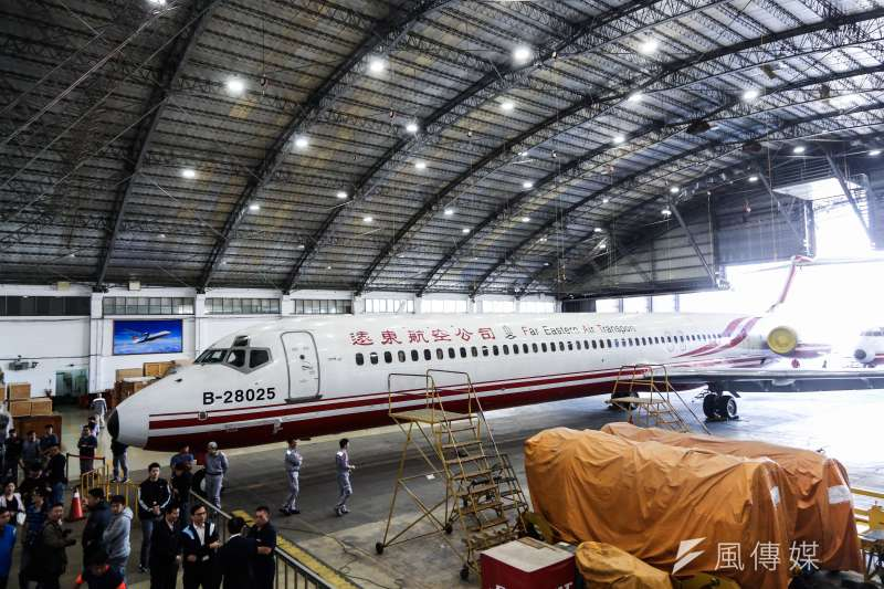 遠東航空12日無預警停飛,13日遠航又說要繼續營運,民航局將嚴審遠航飛安及財務狀況後,報請交通部決定。示意圖。(資料照,簡必丞攝)
