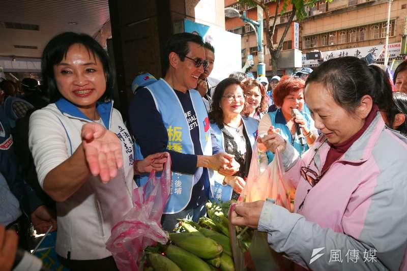 國民黨立委候選人柯志恩14日成立溪崑後援會,並邀請前總統馬英九到場賣菜做公益。(顏麟宇攝)