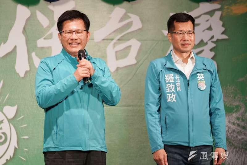 立委羅致政(右)15日舉行護國保台灣造勢晚會,交通部長林佳龍(左)致詞時批評藍營對手柯志恩是仰賴「韓流」就想參選。(資料照,盧逸峰攝)