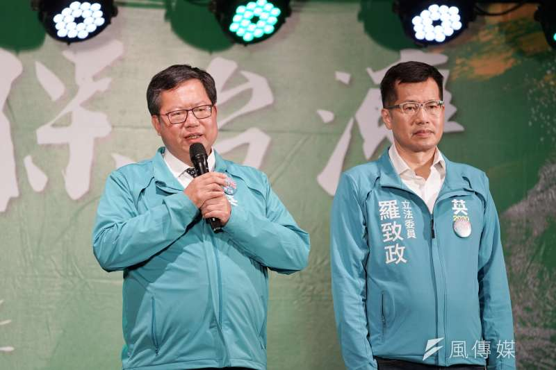 柯文哲預測,鄭文燦(左)最快明年2月接手行政院長。(盧逸峰攝)
