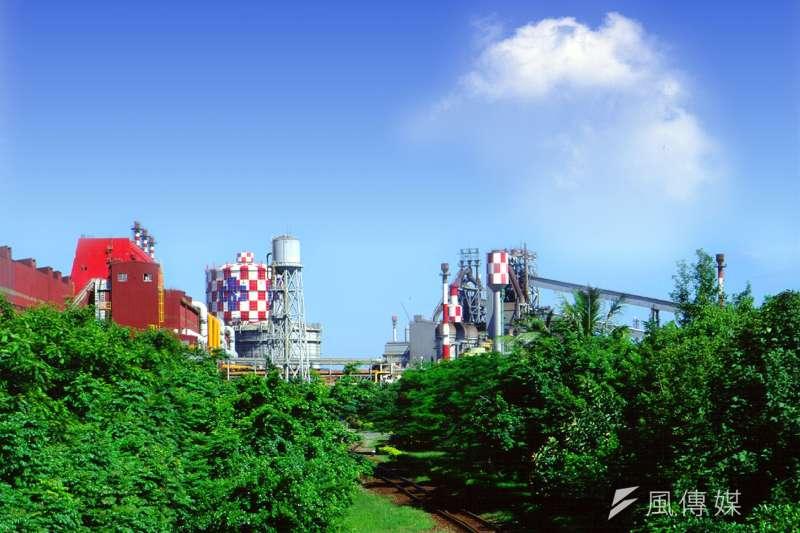 中鋼公司廠外綠意盎然,有如世外桃源,曾獲環保署評定為優良綠植栽廠區。(圖/徐炳文攝)