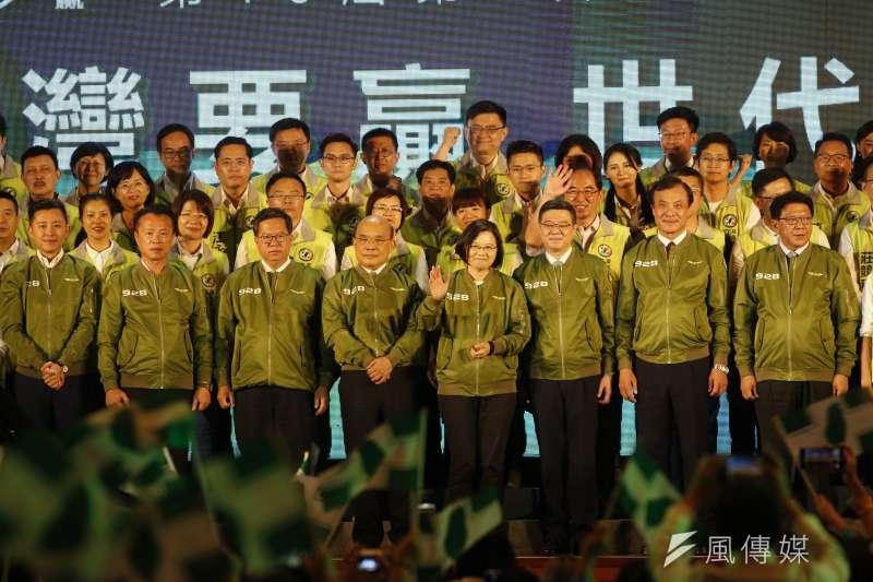 總統蔡英文全台拚場,為同黨立委候選人造勢,爭取國會過半。(郭晉瑋攝)