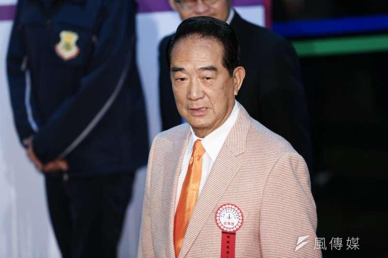 對於國民黨總統候選人韓國瑜抱女嬰爭議,親民黨總統候選人、黨主席宋楚瑜(見圖)表示,抱小孩要注意不要傷到頸子。(資料照,簡必丞攝)