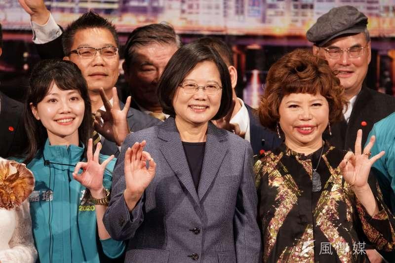 王浩宇坦言,蔡英文(右二)口才確實不如韓、宋,但他強調選政治人物不是只要選很會說話的。(資料照,盧逸峰攝)
