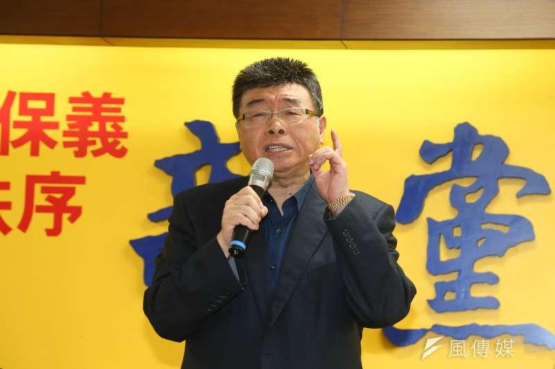 新黨不分區立委候選人邱毅於臉書批評總統蔡英文的博士論文爭議。(資料照片,顏麟宇攝)