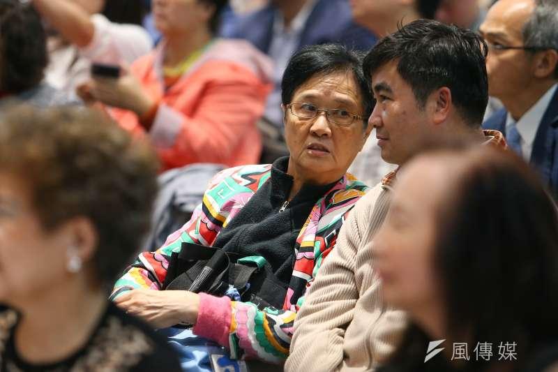 親民黨主席宋楚瑜胞妹宋楚瓊(右三)20日出席台灣產業創新經濟趨勢論壇。(顏麟宇攝)