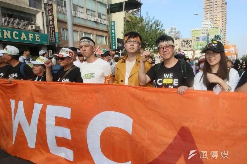 20191221-罷韓遊行21日登場,前高雄市政府文化局局長尹立(右二)也走上街頭。(柯承惠攝)