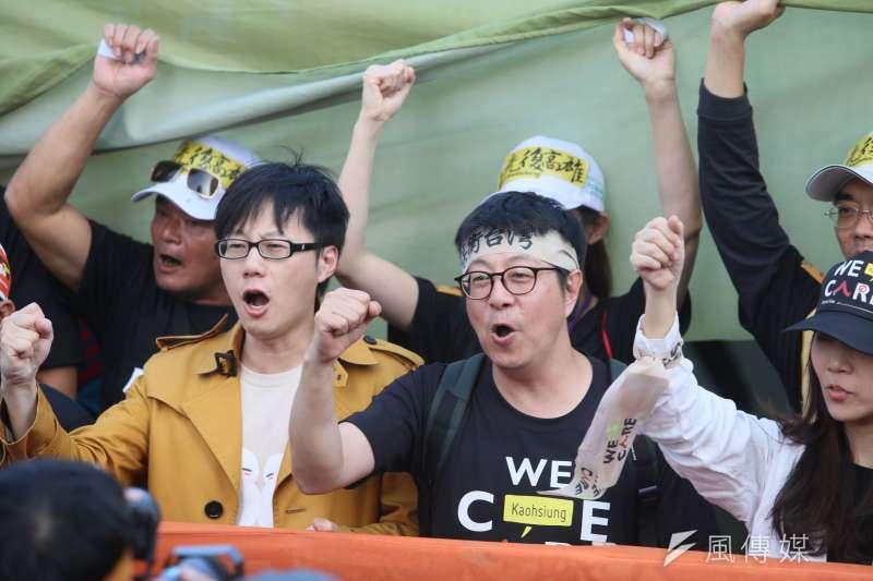 資深媒體人唐湘龍在政論節目中直言,罷免高雄市長韓國瑜不會成功。圖為發動罷韓的前高雄市文化局局長尹立(右二)。(資料照,柯承惠攝)