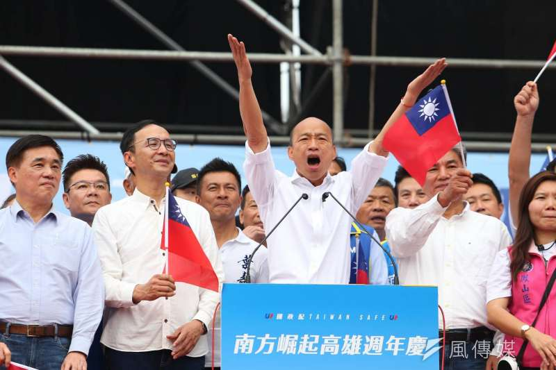 挺韓遊行21日下午登場,韓國瑜(右三)上台演說。(顏麟宇攝)