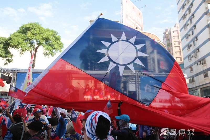 時代力量黨團提案改國徽,作者認為不如愛國旗。(顏麟宇攝)