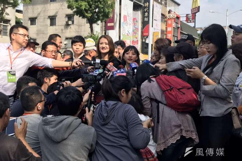 20191221-高雄市議員黃捷、高閔琳、康裕成、簡煥宗與台北市議員苗博雅等人21日出席罷韓大遊行,並擔任各隊伍的隊長。(黃信維攝)