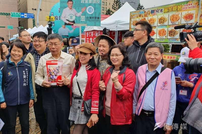 台北市長柯文哲21日上午出席新住民園遊會及感恩送暖活動,並針對夫人陳佩琪臉書發文做出回應。(方炳超攝)