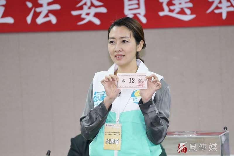 綠黨不分區第1位精神科醫師鄧惠文(見圖)無緣國會,12日在臉書向支持主溫馨喊話,也和大家互相鼓勵。(資料照,盧逸峰攝)