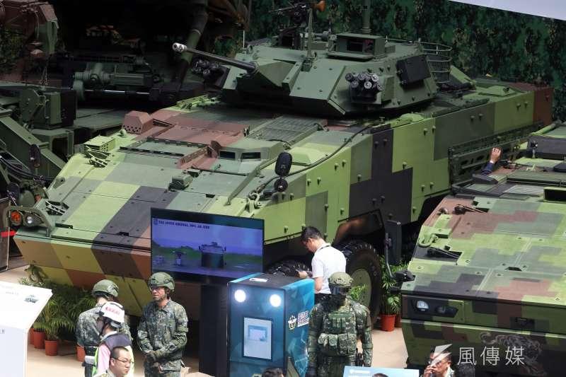 國防部軍備局第209廠現持續產製「CM-34」雲豹30公厘機砲戰鬥車,自今年5月漢光演習實兵演練期間首度公開實彈射擊後,用強大火力形象向國人「自我介紹」。圖為國防展亮相的30公厘機砲戰鬥車。(蘇仲泓攝)