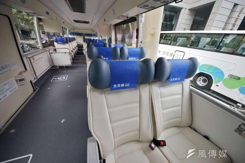 公路總局於26日舉行「北花線車輛美學設計成果」發表記者會,圖為北花線「回遊號」車輛內部設計。(盧逸峰攝)