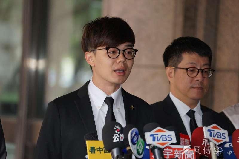 20191226-罷韓四君子26日至中選會提出高雄市長韓國瑜罷免案,張博洋發言。(盧逸峰攝)
