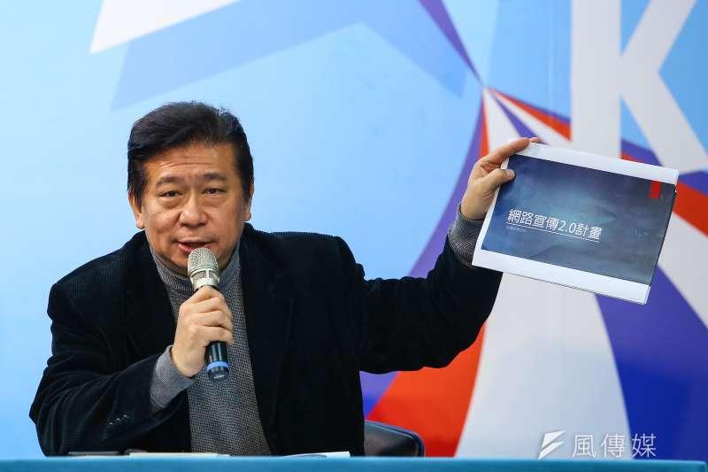 20191226-國民黨副秘書長張顯耀26日召開「再追!民進黨的黑暗網軍」記者會,拿出民進黨二代網軍計畫。(顏麟宇攝)