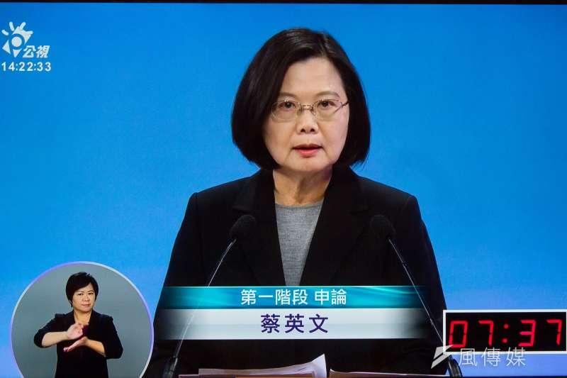 民進黨總統參選人蔡英文29日參與公視總統候選人電視辯論會。(蔡親傑翻攝公視螢幕)