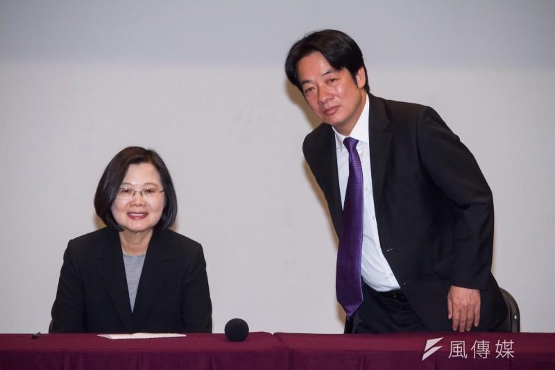 國民黨台南市主委謝龍介表示,恐怕總統蔡英文(左)選舉後會被獨派逼退位,讓副總統候選人賴清德(右)繼位。(資料照,蔡親傑攝)