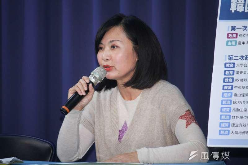 高雄議員陳麗娜持續質疑高雄氣爆善款流向。(蔡親傑攝)