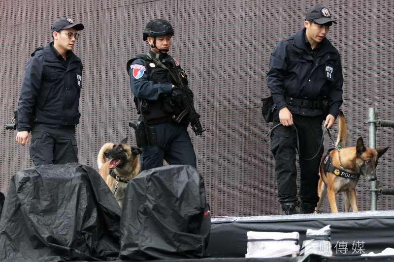 20191230-台北市警察局信義分局30日上午召開跨年晚會反恐記者會,圖為新北市警犬隊。(蘇仲泓攝)