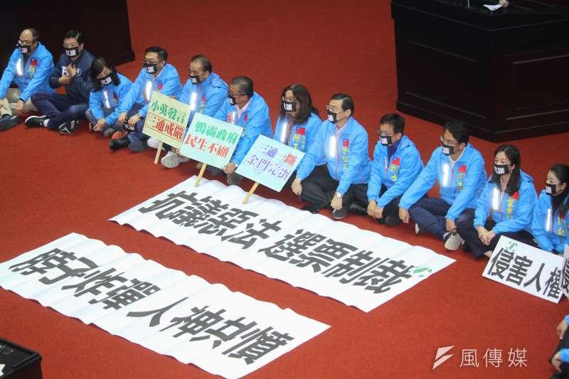 「反滲透法」草案日前進行討論時,國民黨黨團以靜坐表示立場。(資料照,蔡親傑攝)