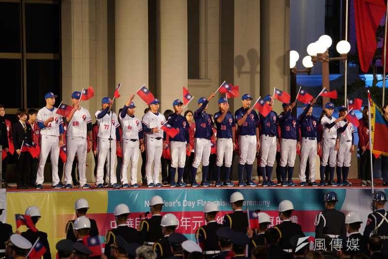 20200101-總統府元旦升旗典禮於1日舉行,中華隊選手領唱國歌。(盧逸峰攝)