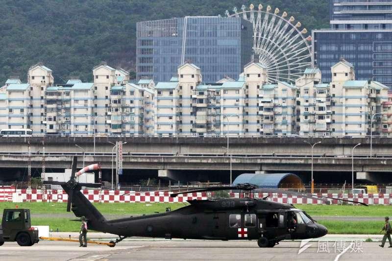 20200102-國軍一架編號號933的黑鷹直升機2日失事於烏來山區,共計8人罹難。圖為該架黑鷹直升機失事前畫面。(資料照,蘇仲泓攝)