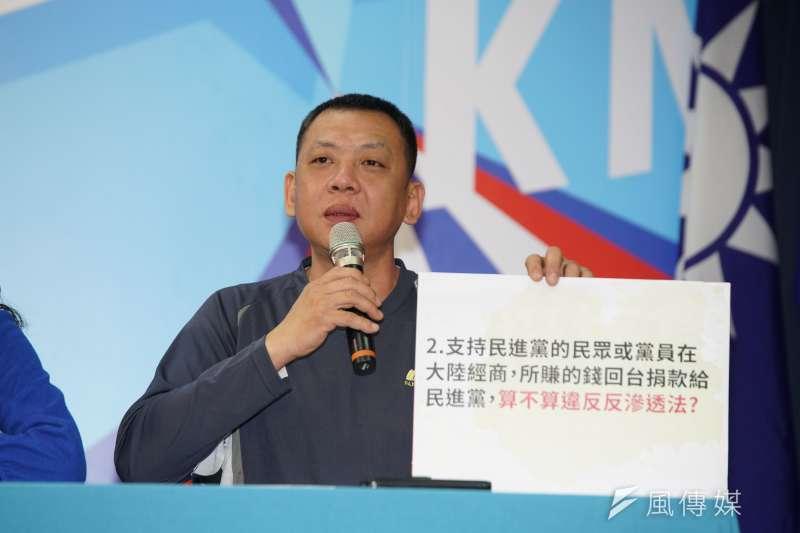 20200102-國民黨2日召開「綠色恐怖 人人自危」記者會,中華兩岸婚姻協調促進會長鍾錦明出席。(盧逸峰攝)