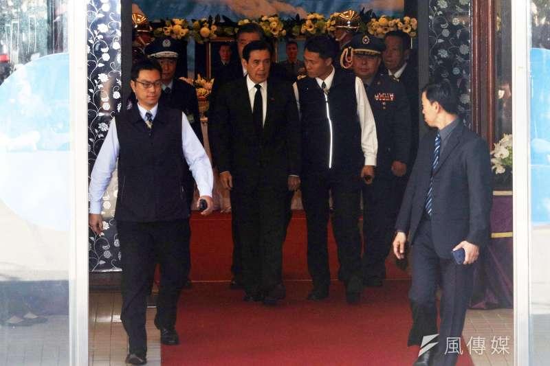 20200103-前總統馬英九3日前往三軍總醫院懷德廳弔唁本次事故殉職將士。(蘇仲泓攝)