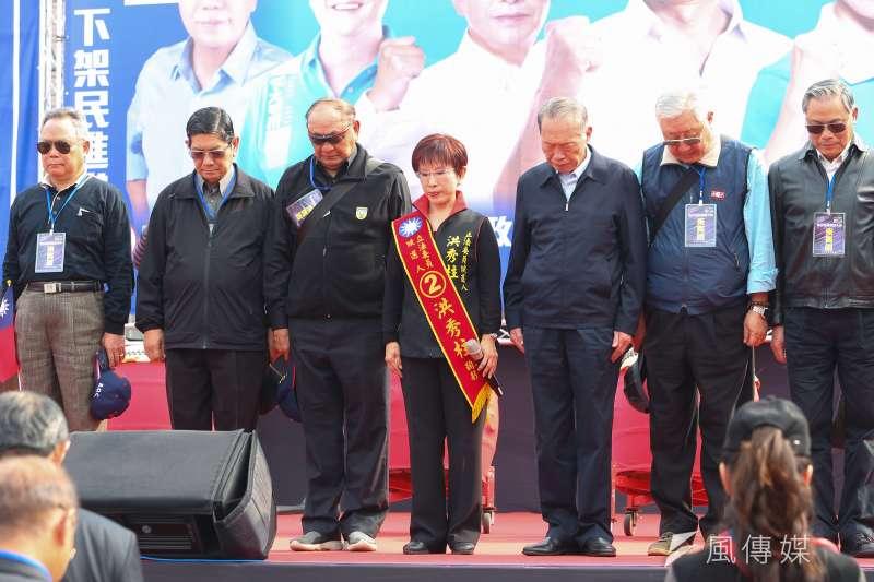 20200104-國民黨台南市立委候選人洪秀柱4日舉辦台南選前造勢活動,並於會場向黑鷹失事的罹難士官兵哀悼。(顏麟宇攝)