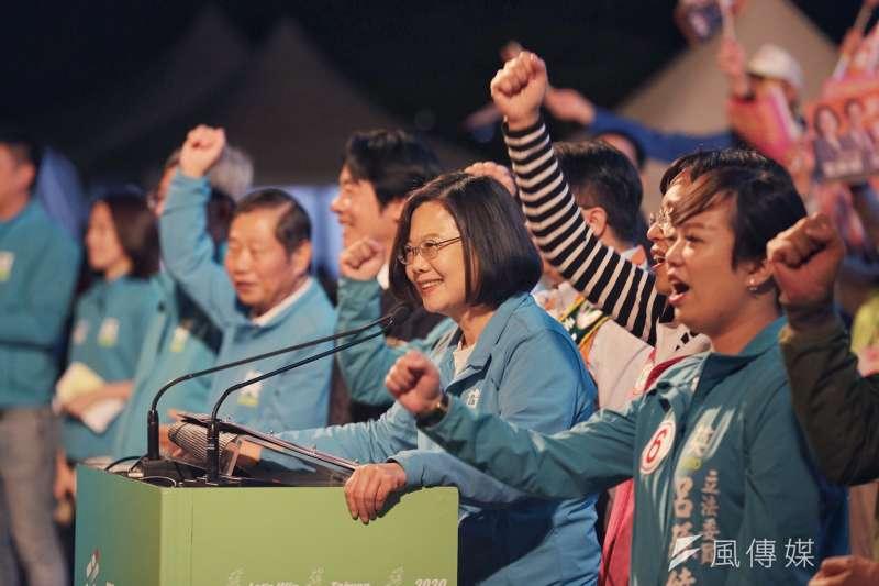 繼6日分享網紅鍾明軒的投票影片,總統蔡英文今(7)日再分享台北市議員呱吉呼籲大家投票的影片。(資料照,蔡英文競辦提供)