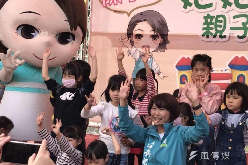20200105-民進黨立委候選人陳亭妃在選區內舉辦軟性的親子活動,期盼可以吸引更多選民的支持、關注,現場也湧入大量的民眾參與。(黃信維攝)