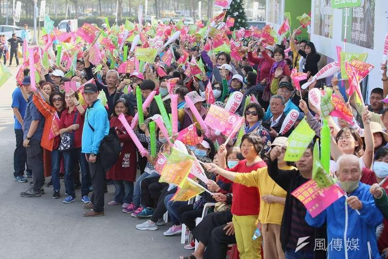 20200106-總統蔡英文6日南下高雄進行車隊掃街拜票,吸引大批支持者聚集。(柯承惠攝)