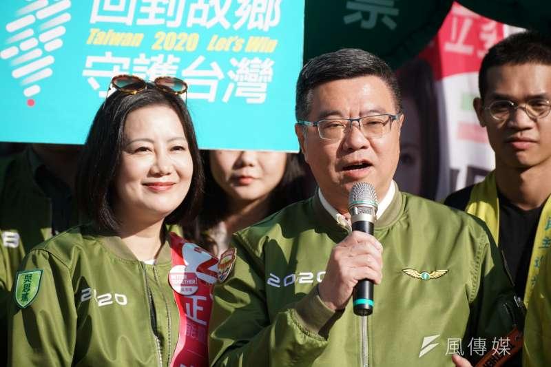 20200106-民進黨主席卓榮泰6日陪同立委吳思瑤出席「回到故鄉,守護台灣」車掃記者會。(盧逸峰攝)