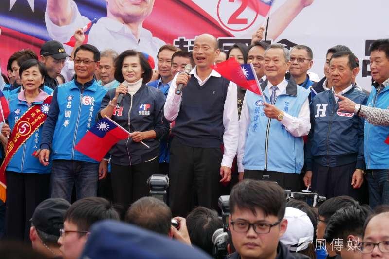 國民黨總統候選人韓國瑜7日下午到達宜蘭運動公園,與立委候選人呂國華合體造勢。(潘維庭攝)