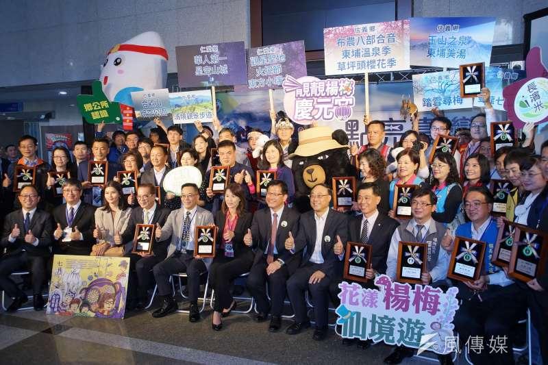 交通部觀光局於7日舉行「點亮台灣.讓小鎮山城發光」記者會。(盧逸峰攝)
