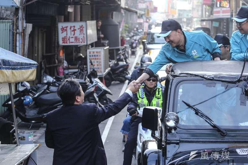 20200107-民進黨主席卓榮泰與立委參選人余天三重車隊掃街拜票活動。(陳品佑攝)