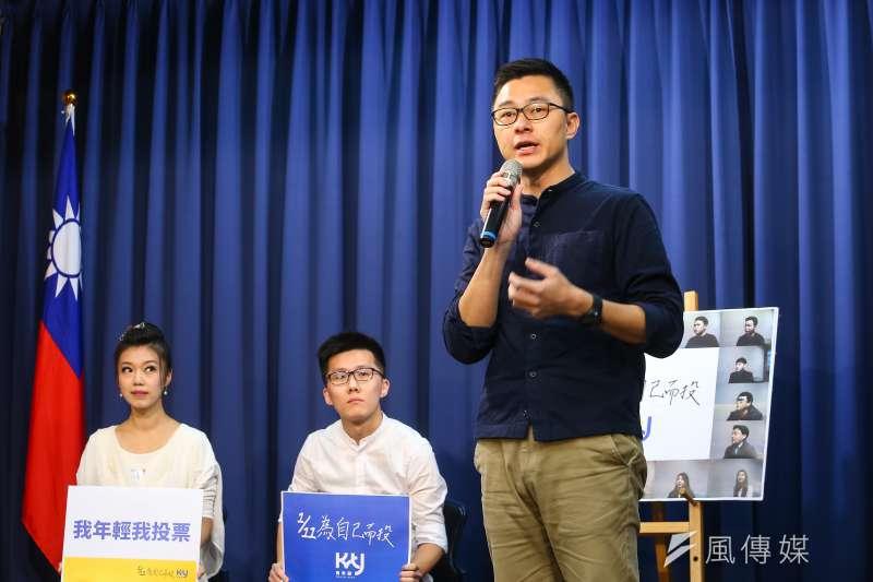 20200107-國民黨青年部副主任詹為元(右)7日召開「1/11為自己而投」記者會。(顏麟宇攝)
